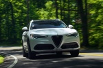 2018 Alfa Romeo Stelvio Ti Lusso AWD in Trofeo White Tri-Coat - Driving Front Right View