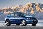 2011 Audi Q5 3.2 Quattro in Deep Sea Blue Pearl Effect - Static Front Right Three-quarter View
