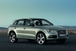 2014 Audi Q5 2.0 TFSI Quattro in Cuvee Silver Metallic - Static Front Right Three-quarter View