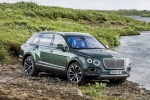 2018 Bentley Bentayga in British Racing Green 4 Metallic - Static Front Right Three-quarter View