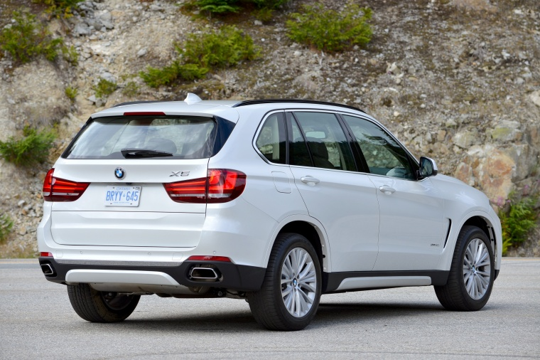 2016 BMW X5 xDrive50i in Alpine White from a rear right three-quarter view