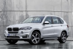 2016 BMW X5 xDrive40e in Glacier Silver Metallic - Static Front Left Three-quarter View