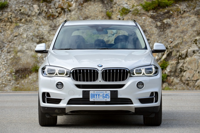 2017 BMW X5 xDrive50i in Alpine White from a frontal view