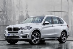 2018 BMW X5 xDrive40e in Glacier Silver Metallic - Static Front Left Three-quarter View