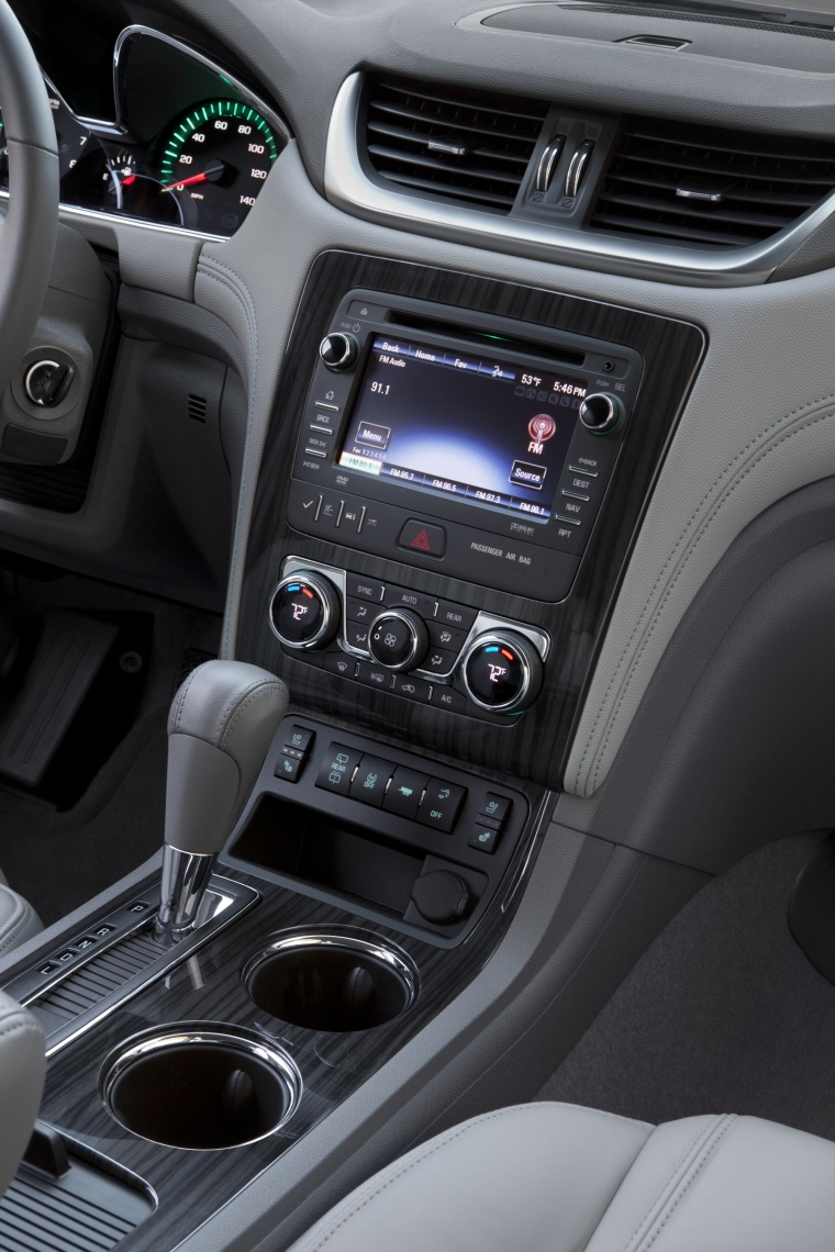 2013 Chevrolet Traverse Center Stack