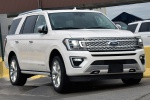 2019 Ford Expedition Platinum in Oxford White - Static Front Right View