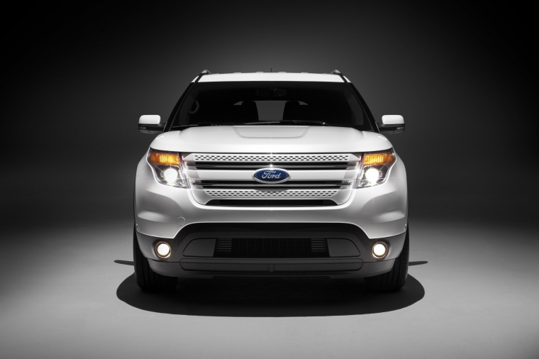 2014 Ford Explorer Limited 4WD in White from a frontal view