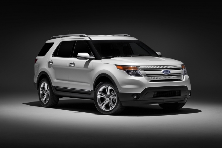 2015 Ford Explorer Limited 4WD in White from a front right three-quarter view