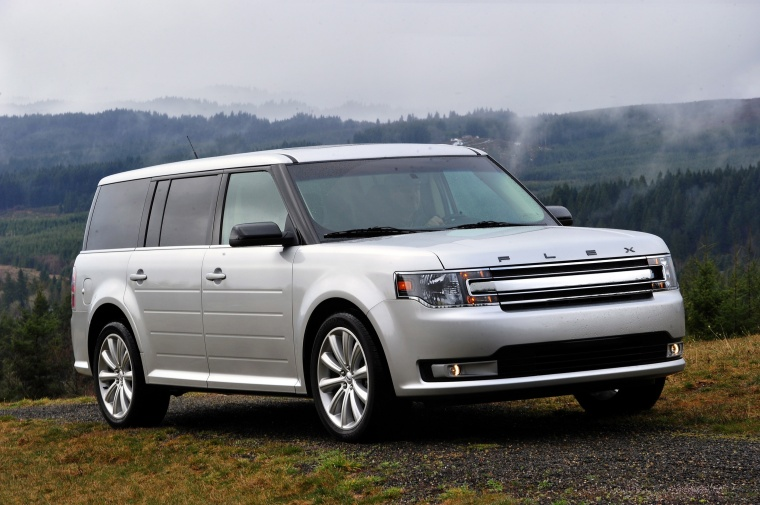 2015 Ford Flex SEL in Ingot Silver Metallic from a front right three-quarter view