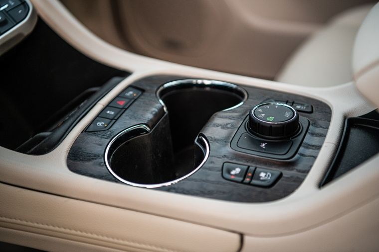 2020 GMC Acadia Denali AWD Center Console