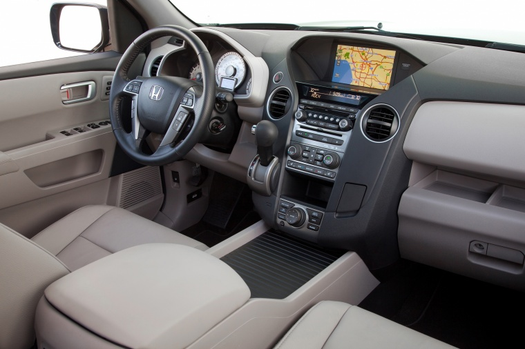 2013 Honda Pilot Touring Interior in Beige
