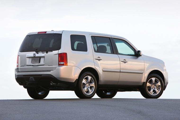 2013 Honda Pilot EX-L in Alabaster Silver Metallic from a rear right three-quarter view