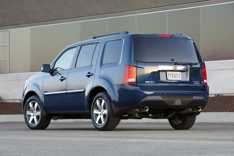 2013 Honda Pilot Touring in Obsidian Blue Pearl from a rear left view