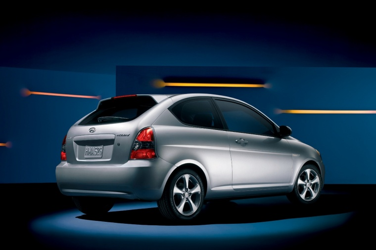 2010 Hyundai Accent Hatchback in Platinum Silver Pearl from a rear right three-quarter view
