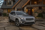 2019 Jeep Cherokee Limited 4WD in Billet Silver Metallic Clearcoat - Static Front Right View