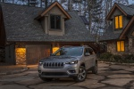 2019 Jeep Cherokee Limited 4WD in Billet Silver Metallic Clearcoat - Static Front Left View