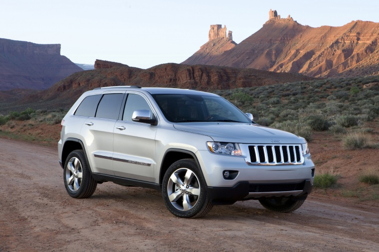 2013 Jeep Grand Cherokee in Bright Silver Metallic Clearcoat from a front right three-quarter view