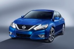 2017 Nissan Altima SR in Deep Blue Pearl - Static Frontal View