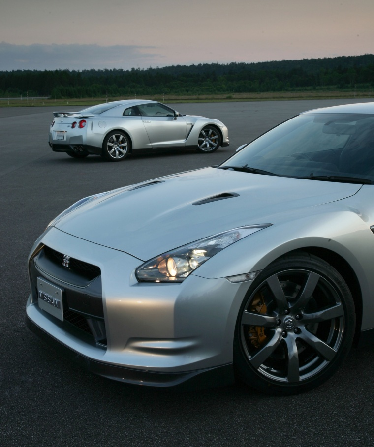 2010 Nissan GT-R Coupe in Super Silver 3-Coat Metallic