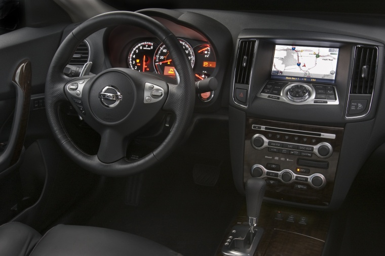 2010 Nissan Maxima Cockpit in Charcoal