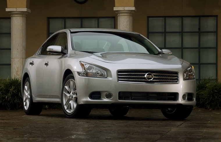2010 Nissan Maxima in Radiant Silver from a front right view