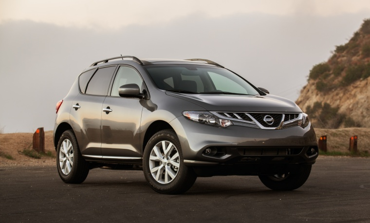 2013 Nissan Murano SL in Gun Metallic from a front right three-quarter view