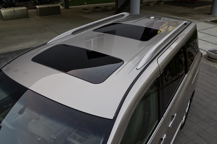 2011 Nissan Quest Roof