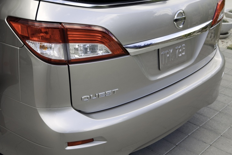 2011 Nissan Quest Tail Light