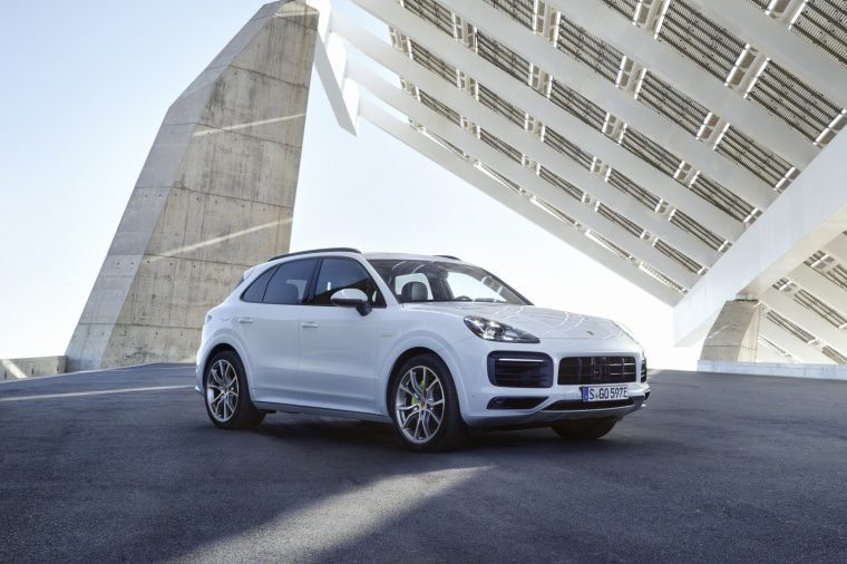 2019 Porsche Cayenne e-Hybrid AWD in White from a front right three-quarter view