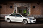 2014 Toyota Camry XLE in Classic Silver Metallic - Static Front Right View