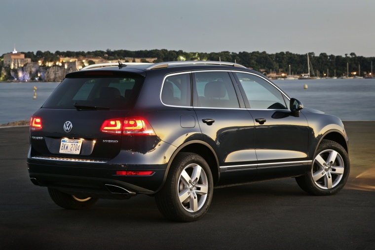 2012 Volkswagen Touareg Hybrid in Black Uni from a rear right three-quarter view