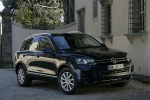 2013 Volkswagen Touareg Hybrid in Black Uni - Static Front Right Three-quarter View