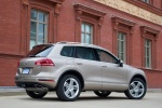 2015 Volkswagen (VW) Touareg TDI in Sand Gold Metallic - Static Rear Right Three-quarter View