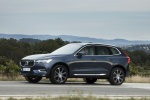 2018 Volvo XC60 T6 AWD in Denim Blue Metallic - Driving Front Left Three-quarter View