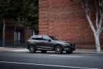 2018 Volvo XC60 T6 AWD in Pine Gray Metallic - Static Front Right Three-quarter View
